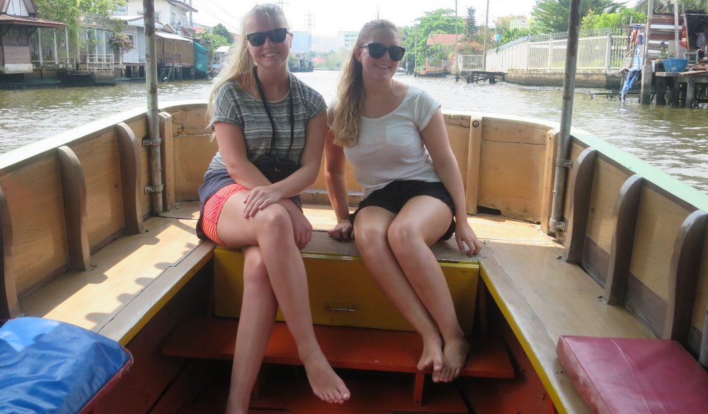 Jentene er storfornøyd med en fantastisk tur.