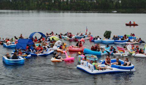 Flott gummibåtfestival tross regn